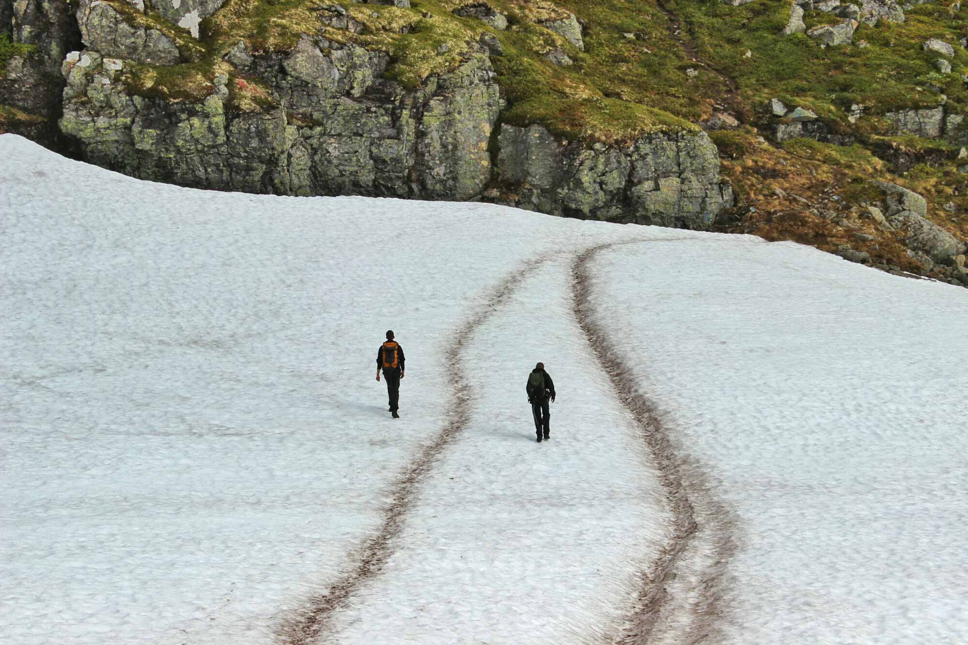 Litt snøfonner var det på denne turen og, men heldigvis greitt føre å gå på